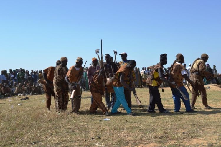 Les chasseurs sur scène avant le signal de la traversée