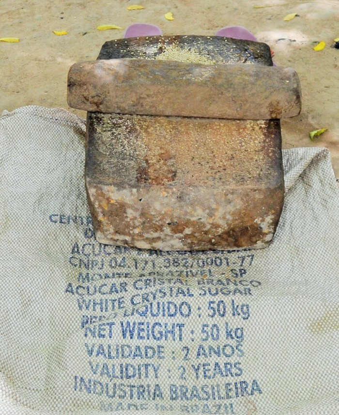 La pierre à moudre (moulin traditionnel au Mali)